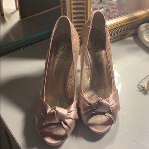 Adrianna Papell size 7 heels